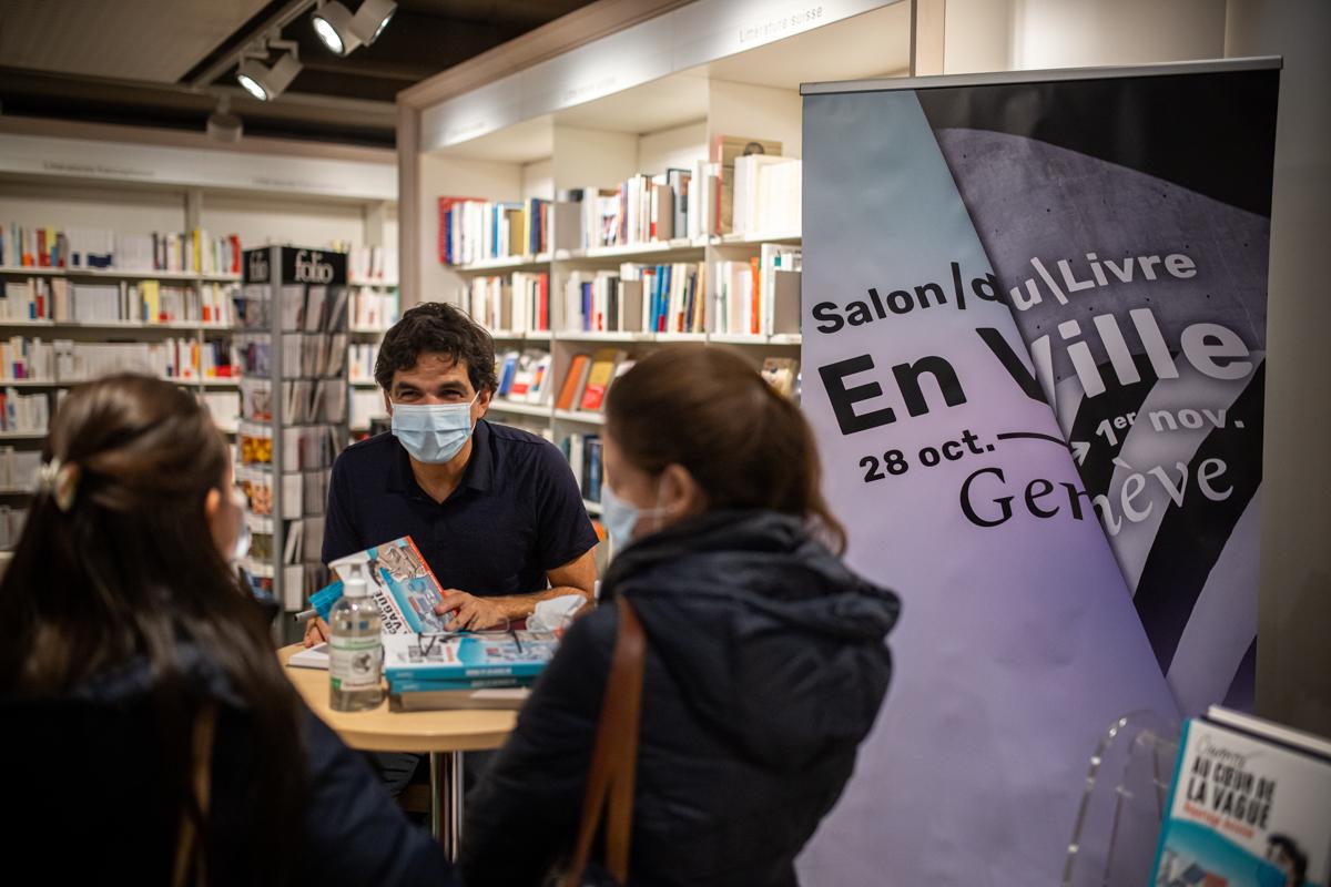 Dedicace Chappatte salon du livre en ville